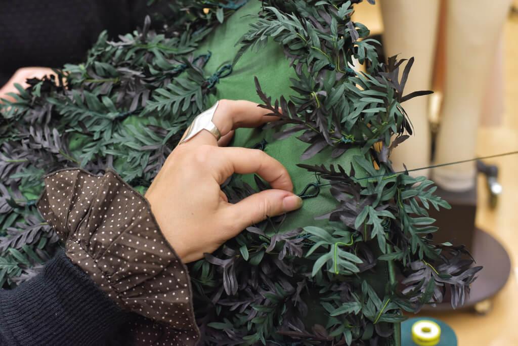 Couture des feuilles d'if