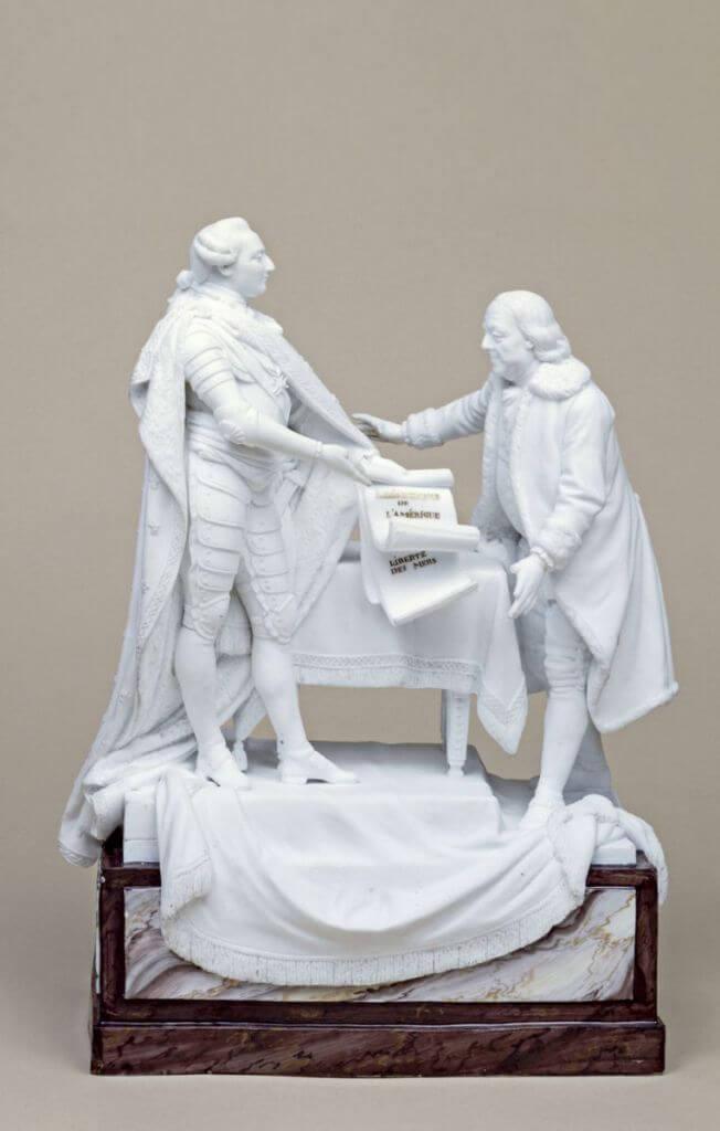 Louis XVI remettant àBenjamin Franklin les traités signés entre la France et les Etats-Unis, le 6 février 1778, Charles Gabriel Sauvage dit Lemire-Sauvage, biscuit de Sèvres. Paris, musée Carnavalet