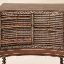 Médaillier, par Alexandre-Jean Oppenordt (vers 1684). Sapin, chêne (tirettes), hêtre noirci (piétement), noyer (socle). Marqueterie d'ébène et étain gravé. Cuir. Dimensions : 122,5 x 83 x 45,5 cm